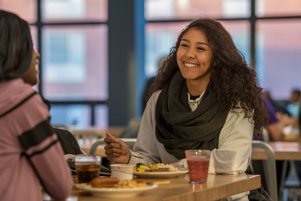 Students eat in Putnam Dining Hall